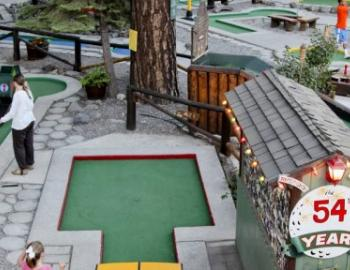 miniature golf course putting green
