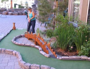 woman playing miniature golf