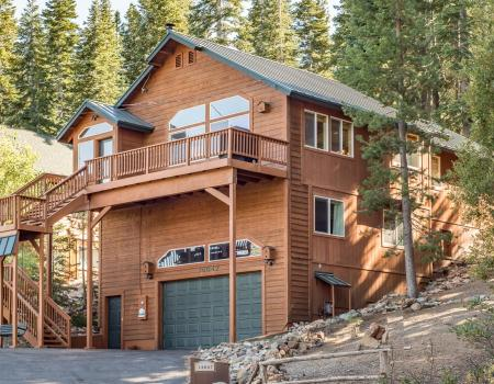 front of a home in tahoe donner
