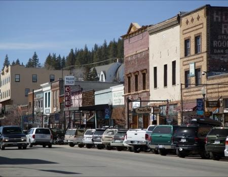 parked cars in old town truckee, old buildings in the background